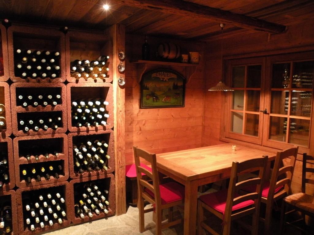 Cave de ferme rénové en cave à vin